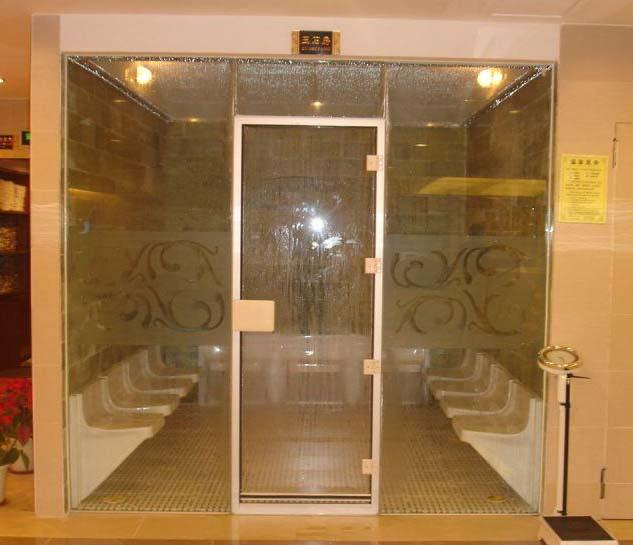 正面玻璃的湿蒸房